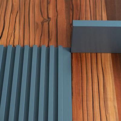 Панели с декоративными рейками